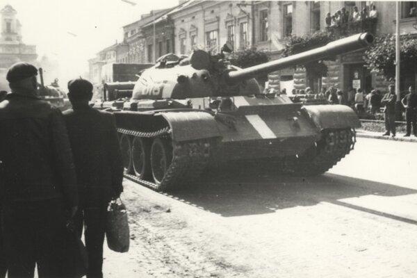ilustračné foto. Tanky v uliciach slovenských miest patrili ku smutnému koloritu augusta 1968