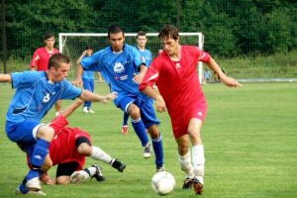 Brvnišťan Chovančík (vpravo) začal vyrovnávajúcim gólom víťazný obrat v zápase s Udičou.