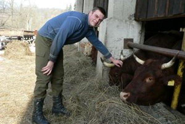 Zlá situácia v agrárnom sektore, drina a finančné nedocenenie – to sú podľa 26-ročného gazdu Petra príčiny, prečo mladí ľudia bočia od poľnohospodárstva.