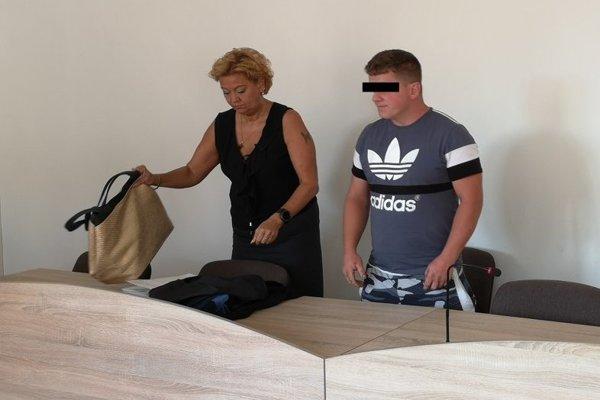 Obžalovaný prišiel v sprievode advokátky.