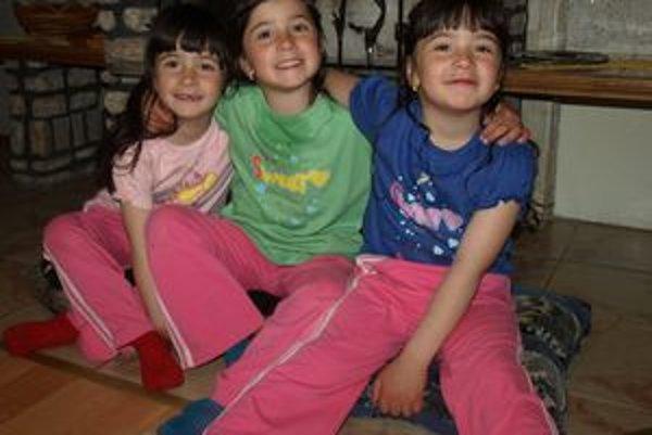 Tri sestry sa podobajú takmer ako vajce vajcu. Cudzí má s ich rozoznávaním veľké problémy.