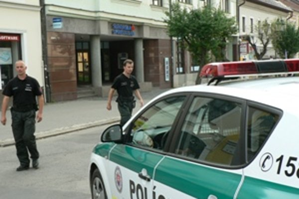 Slovenskú sporiteľňu vykradol dnes poobede zamaskovaný muž. Prípad už rieši polícia.