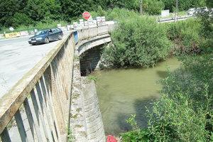 Most na ceste do Zábiedova je jediným prístupom do dediny. Je v zlom stave, starosta sa obáva, že ak sa nezačne riešiť, môže to dospieť až k vyhláseniu havarijného stavu.
