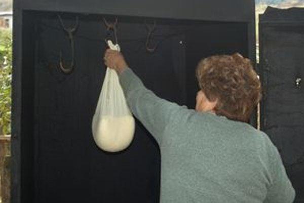 Ochrannú známku môžu používať výrobcovia, ktorí ovčí syr vyrábajú z horského mlieka a údia ho v tradičných udiarňach.