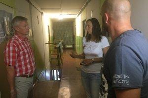 Obhliadky s tajomným darcom z Bratislavy sa zúčastnil riaditeľ útulku i poslankyňa NR SR.