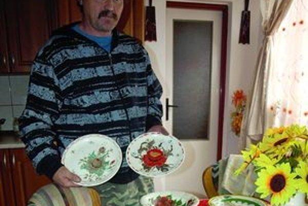 Ján Romaňák nemá na maľovanie tanierov čas. Na dôchodku sa však k svojej záľube chystá vrátiť.