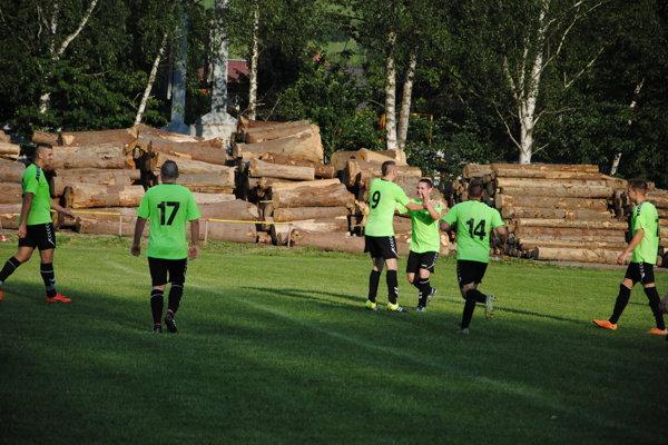 Hráči Brodna sa v zápase proti Hliníku tešili z gólu hneď päťkrát. Ilustračné foto.