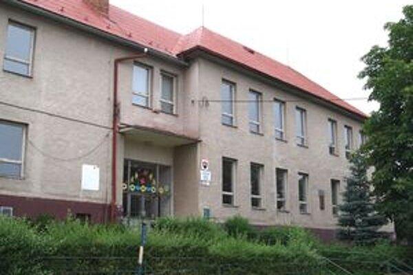 V prípade úspešnosti projektu hruštínskej samosprávy bude aj škola na Výhone zrenovovaná a v jej podkroví vzniknú tri nové učebne.
