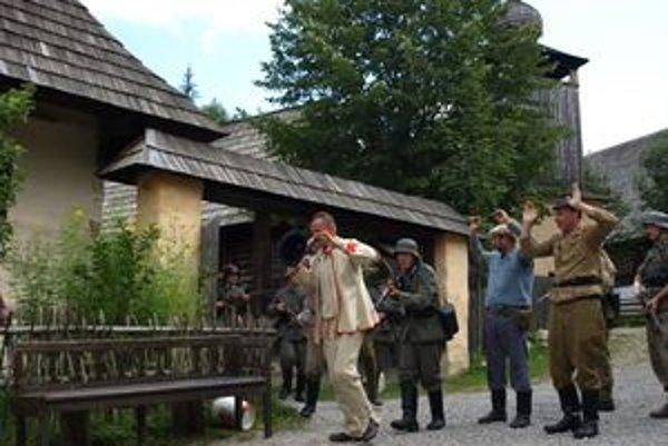 Členovia rôznych klubov vojenskej histórie predviedli pod Roháčmi pútavé vystúpenie založené na skutočných udalostiach.