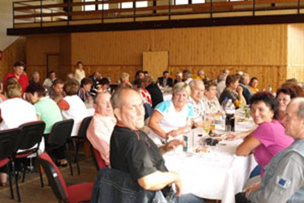 V Oravskej Jasenici sa stretla takmer stovka bývalých baníkov z Oravy a Čiech s manželkami.