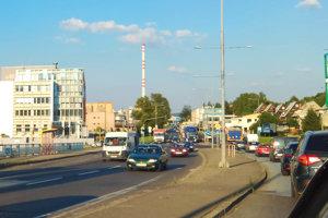 Zapratané mesto Ružomberok. Svoje si v ňom užijú aj Turčania smerujúci na Poprad či z neho smerom na Žilinu.