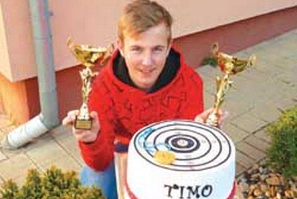 Timotej Marton s trofejami: majstrovstvá SR 1. miesto a NL ML 1. miesto.