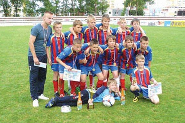 Víťaz turnaja sa stali Topoľčany 2002.