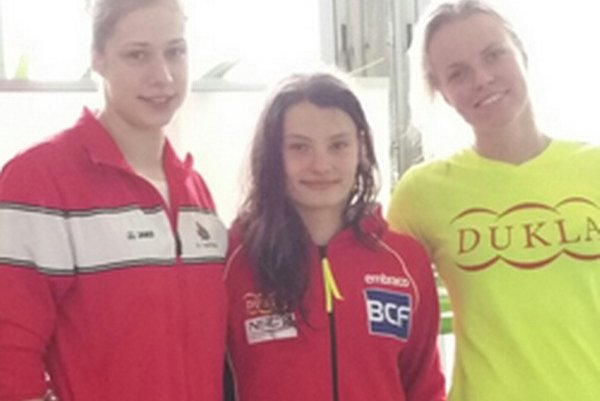 Andrea Podmaníková (vľavo) prekonala seniorský slovenský rekord.