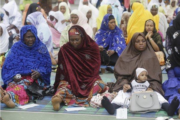 Deti sa prvý učia ženský jazyk, pretože väčšinu detstva trávia s matkami a ďalšími ženami.