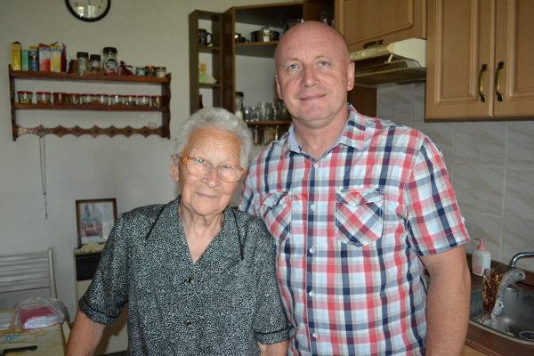 Otec Pavol Hudák a Ankina priateľka Mária Bérešová.