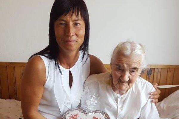 Starostka Svrčinovca s najstaršou obyvateľkou obce.