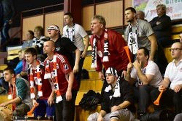 Fanklub Topoľčian sa nedal zahanbiť ani na palubovke súpera.