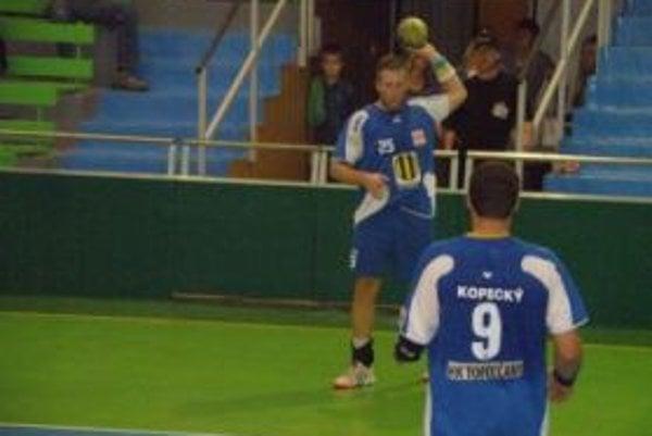Marek Kovačech strelil v zápase deväť gólov.