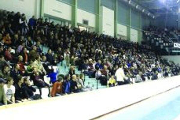 Halové turnaje pre mužstvá z regiónu a oblastí sa tešia veľkému diváckemu záujmu, fotografia je z Nitry.
