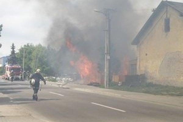 Oheň sa na Palandu rozšíril z vedľajšieho smetiska.