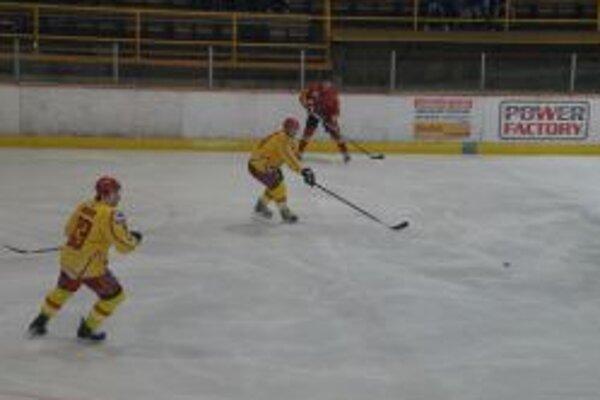 Topoľčianski hokejisti dostali šesť gólov.