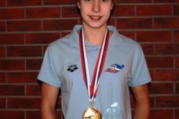 Andrea Podmaníková - s medailami a ocenením zo Žiliny.