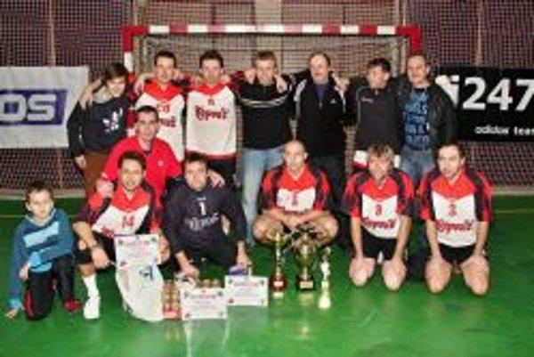 Topvar starí páni vyhrali turnaj na pokutové kopy.