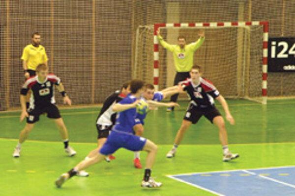Hádzanári doma vyhrali, vynikajúci výkon podal Drápal v bránke.