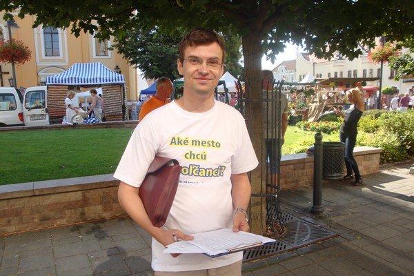 Alexander Riabov sa na názor ľudí pýta priamo v uliciach.