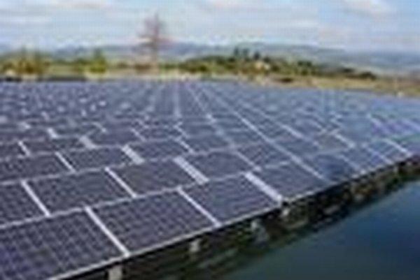 Ilustračné foto: Na pozemky položia takmer 30 000 solárnych panelov.