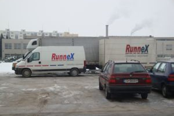 Nemocničné parkovisko obsadili kamióny. Súčasný, od 1. marca bývalý prevádzkovateľ, sťahoval svoje vybavenie.