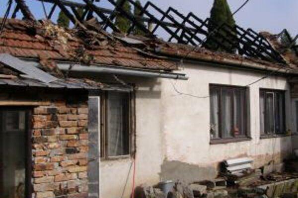 V posledný marcový deň zhorela v Nitrianskej Blatnici strecha za 20 tisíc eur.