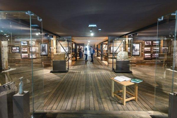Nová časť expozície Múzea holokaustu počas slávnostného otvorenia v Seredi.