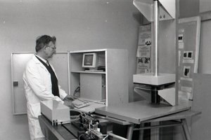 6. február 1996. Ing. Viktor Rusina overuje funkčnosť meracieho systému LOTOS.
