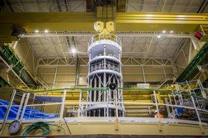 24. 06. 2016. Montáž reaktoru tretieho bloku.