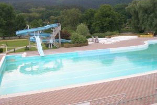 Plavecký bazén v Partizánskom čaká na prvých návštevníkov.