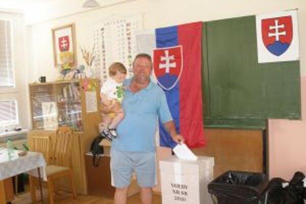 K kurnám prišlo v Topoľčianskom okrese 61 percent voličov. O štyri precentá viac ako v roku 2002.