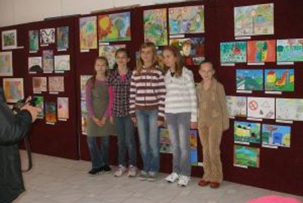 Najlepšie výtvarníčky boli ocenené v Galérii mesta Topoľčany.