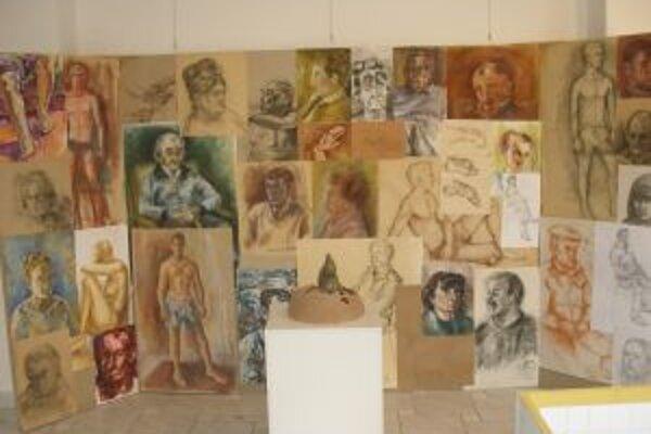Študenti sa v štúdiách venujú postavám aj portrétom.