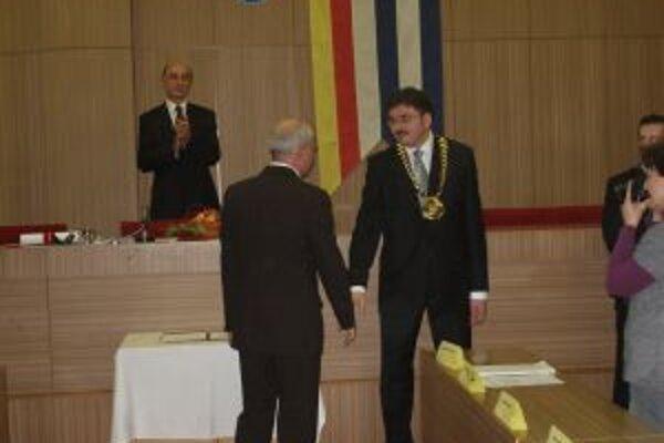 Skladaniu sľubu do rúk primátora Božíka prihliadal aj jeho predchodca Podmanický.