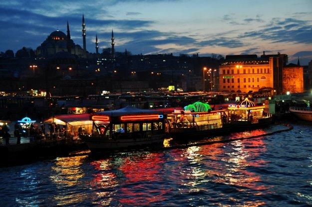 Nočný Istanbul má svoje čero