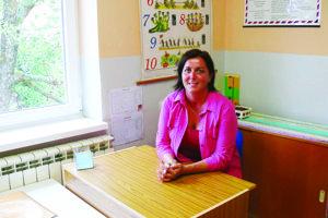 Júlia Ugorčáková okrem riaditeľských povinností učí vZŠ vBystričke aj druhákov so štvrtákmi