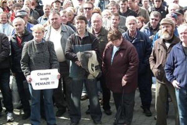 Zamestnanci protestovali, chcú dostať svoje výplaty.