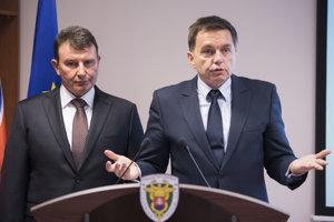 Prezident finančnej správy František Imrecze a minister financií Peter Kažimír.