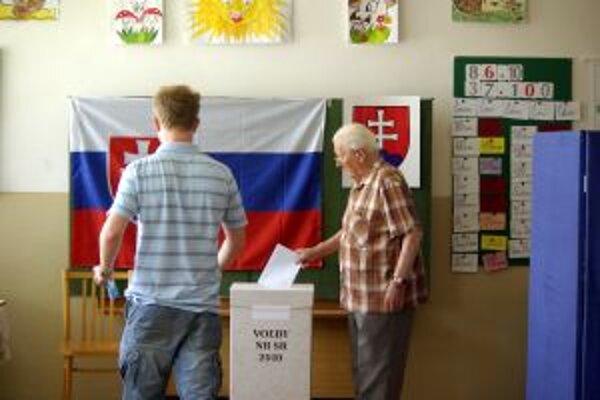 Mladí ľudia by uvítali možnosť voľby cez internet, seniori uprednostňujú tradičné formy.