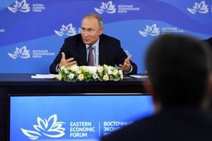 Ruský prezident Vladimir Putin na ekonomickom fóre vo Vladivostoku.