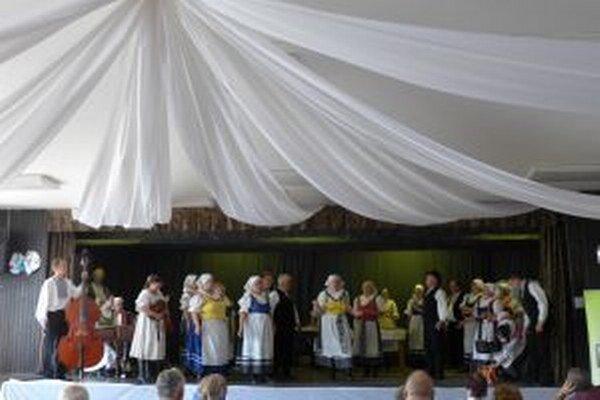 Folklórna skupina z Podhradia.