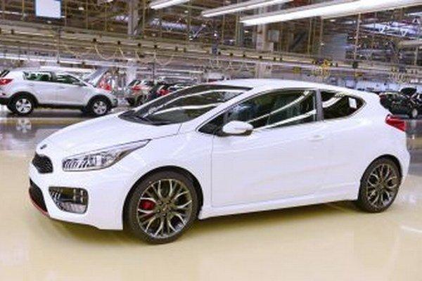 Biele a čierne autá sa zákazníkom práve najviac páčia.