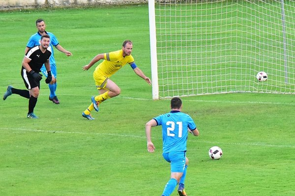 Dva góly do siete sklárov strelil Kevin Kele (č. 21).